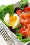 Salade met zalm en ei Stock Foto's
