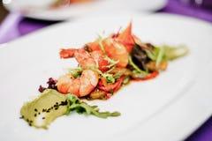 Salade met zeevruchten en garnalen Stock Foto