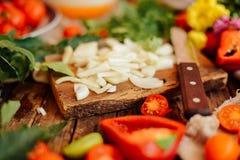 Salade mixte avec le radis salade caprese Mozzarella de tomate-cerise image libre de droits