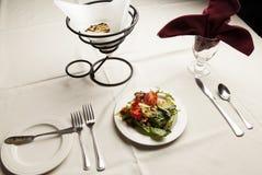 Salade op Lijst Royalty-vrije Stock Fotografie