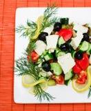 Salade op vierkante plaat Stock Afbeelding