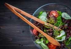 Salade organique de légume frais, nourriture saine Photos libres de droits