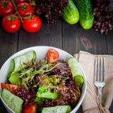 Salade organique de légume frais, nourriture saine Image libre de droits