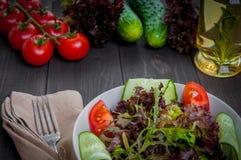 Salade organique de légume frais, nourriture saine Photo libre de droits