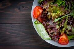 Salade organique de légume frais, nourriture saine Images stock
