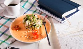 Salade pour le petit déjeuner Photo libre de droits