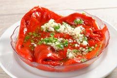 Salade rôtie de paprika avec l'ail photos libres de droits