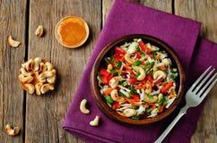 Salade rouge d'anarcadiers de paprika de carotte de chou Images stock