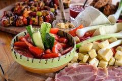 Salade roumaine traditionnelle de légumes photo stock