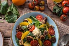 Salade saine de detox de fruits et légumes photos stock