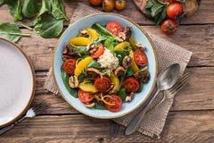 Salade saine de detox de fruits et légumes photographie stock libre de droits
