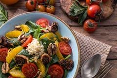 Salade saine de detox de fruits et légumes images stock