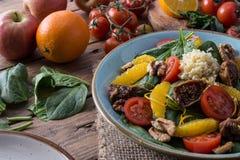 Salade saine de detox de fruits et légumes image stock