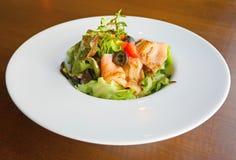 Salade saumonée fumée image stock