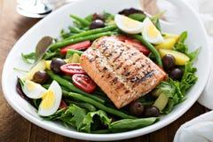 Salade saumonée grillée de nicoise image libre de droits