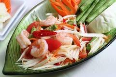 Salade thaïlandaise de papaye (somtum) avec la crevette image stock