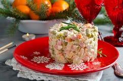 Salade traditionnelle russe Olivier avec les légumes et la viande photo libre de droits