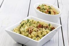 Salade turque traditionnelle Kisir de bulgur Photo stock