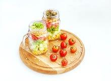 Salade végétale avec des concombres, des tomates et le maïs Nourriture saine, photos libres de droits
