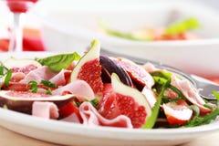 Salade végétale avec les figues fraîches Photo stock