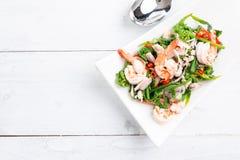 Salade végétale chaude et épicée de fougère de paco avec la crevette images stock