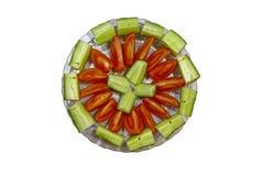 Salade végétale coupée en tranches avec des concombres et des tomates images libres de droits
