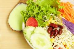 Salade végétale mélangée fraîche Image stock