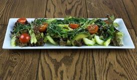 Salade végétale saine avec des tomates-cerises Photo stock