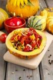 Salade végétale servie en potiron Photographie stock libre de droits