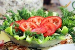 Salade végétale sur la table Photos libres de droits