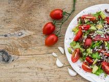 Salade végétale sur un bureau en bois Photographie stock