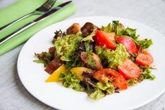 Salade van drie typestomaat met sla en saus Royalty-vrije Stock Foto