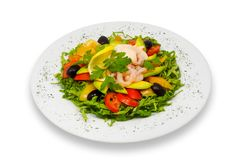 Salade van garnalen en van verse groenten met avocado en nam saus toe stock foto's