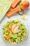 Salade van groenten en appelen royalty-vrije stock foto's