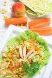 Salade van groenten en appelen stock afbeelding