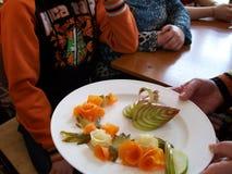 Salade van groenten en vruchten Royalty-vrije Stock Foto's