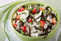 Salade van kool, laminaria en paprika royalty-vrije stock foto