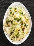 Salade van raap met vinaigrette en koriander stock foto