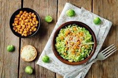 Salade van Shreded de Spruitjes geroosterde kekers Royalty-vrije Stock Afbeeldingen