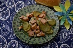 Salade van worst en komkommer Stock Afbeeldingen