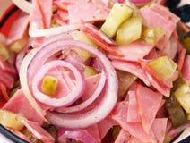 Salade van worst met komkommer Royalty-vrije Stock Afbeeldingen