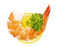 Salade verte avec les crevettes et le citron photographie stock libre de droits