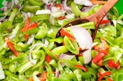 Salade verte de tomate, de poivre et d'oignon Images libres de droits