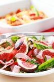 Salade végétale avec les figues fraîches Photographie stock libre de droits