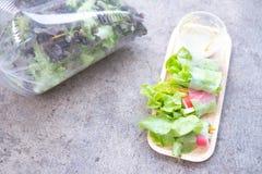 Saladebroodje een gezonde calorie van het voedseldieet stock afbeelding