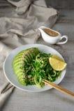Saladechukka met komkommer en avocado royalty-vrije stock afbeeldingen