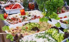 Salades au restaurant cinq étoiles d'hôtel du complexe d'hôtel de Kranevo en Bulgarie Photos libres de droits
