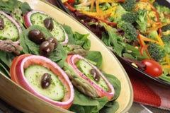 Salades méditerranéennes et fraîches Photo stock