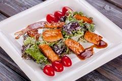 Saladevissen in gerookte saus Royalty-vrije Stock Foto's