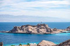 Salah El Din Citadel forte militare antica su una piccola isola sulle rive del Mar Rosso in Sinai fotografia stock libera da diritti